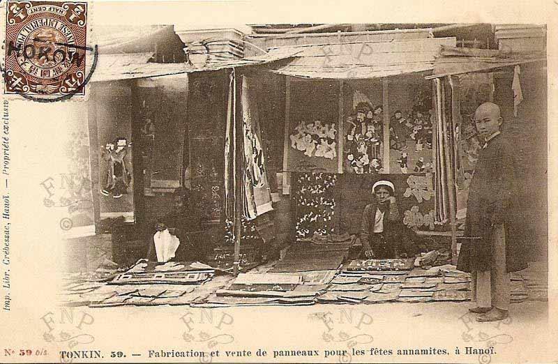 .Bán tranh Đông Hồ tại chợ.