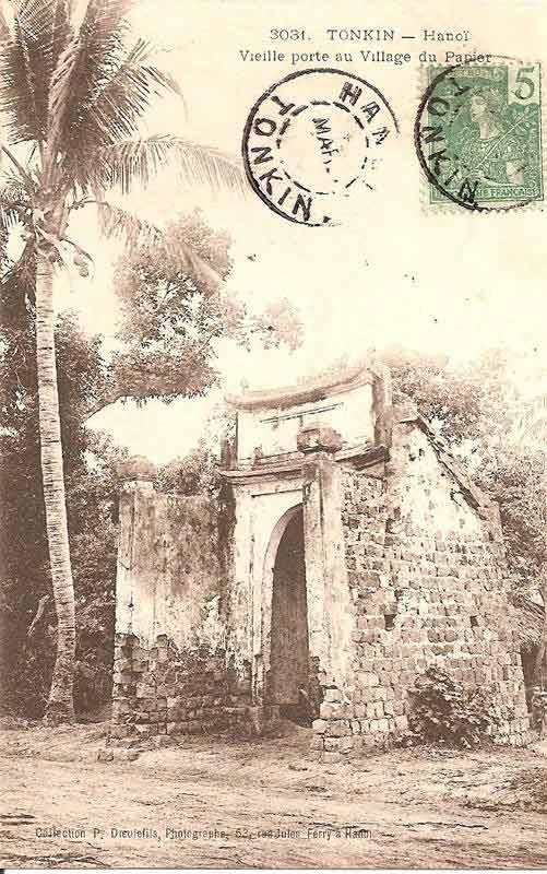 Cổng làng cổ