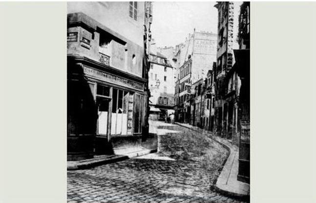 la rue mazet est l'ancien chemin de ronde intérieur du mur d'enceinte de